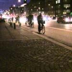 歩道は歩行者優先なので自転車のベルを鳴らしたら道路交通法違反、人を殺しかねない自転車のモラル