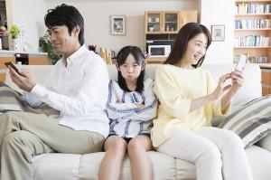 課金ゲームに嵌る両親