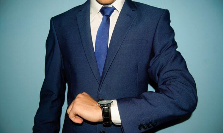 モチベーションアップのスーツの男性